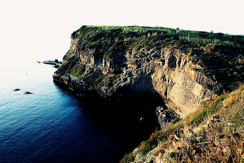 Ventotene_cliffs