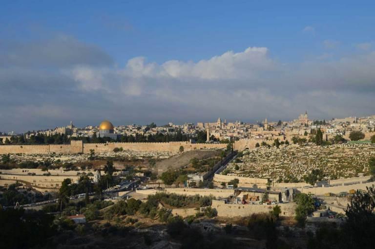 Widok z góry Oliwnej na Jerozolimę