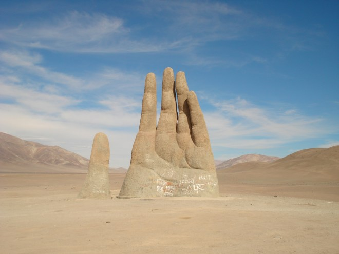 the-hand-of-the-desert-is-the-chilean-sculptor-mario-irarrzabal-1378491680_org