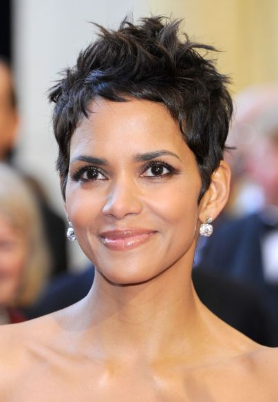 Halle Maria Berry's Short Famous Celebrity Hairstyles