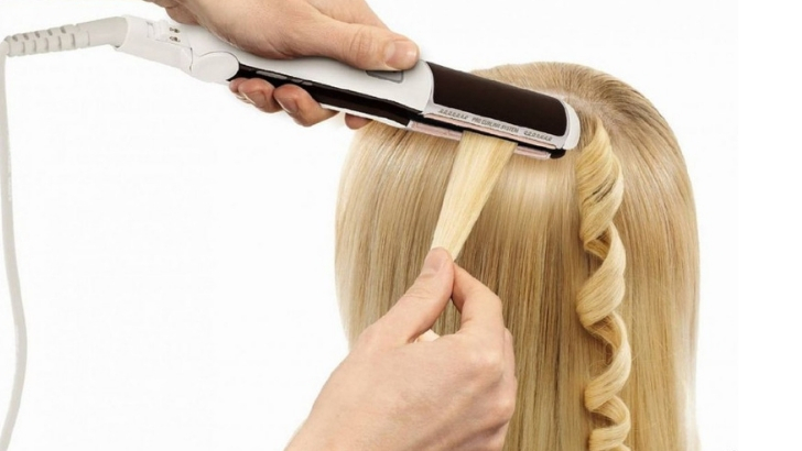 How You Can Easily Create Curls with Flat Iron