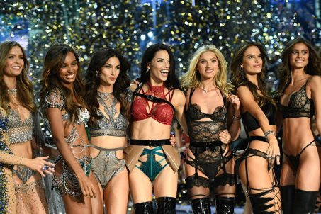 best-pictures-from-victoria-secret-fashion-show-2016