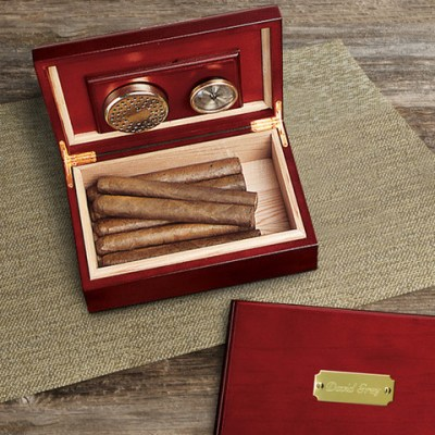 Vendor Spotlight: Groovy Groomsmen Gifts