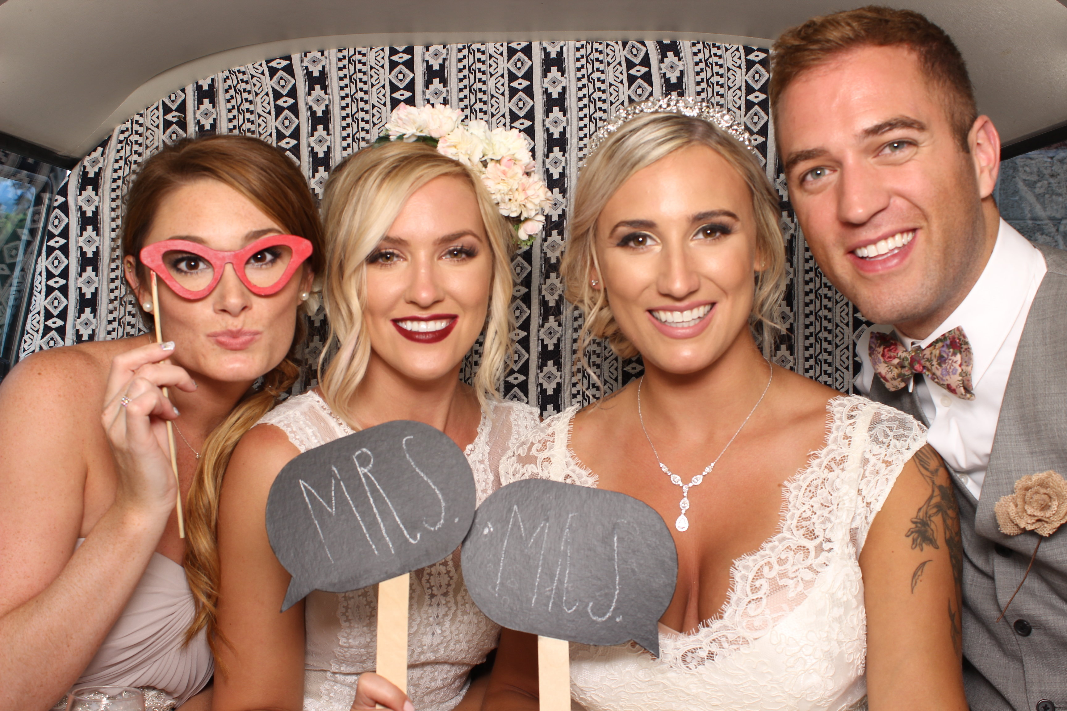 Seattle's Top Wedding Vendors | Wedding party in photo booth | Shutter Bus Co. | Seattle's Best New Wedding Vendor | Shutter Bus Co. Photography