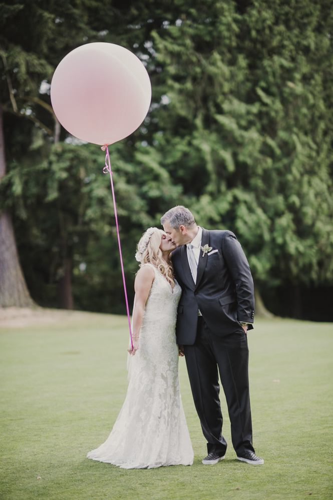 Glen Acres Golf Club wedding in Seattle   Big balloon photo prop for wedding   Perfectly Posh Events, Seattle Wedding Planner   Barrie Anne Photography