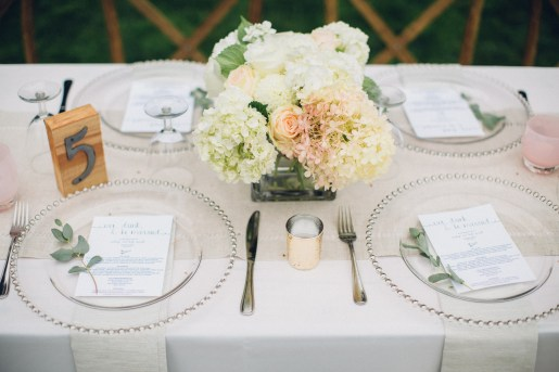 Edgewater House Wedding in Gig Harbor, WA | White, cream, and blush wedding centerpiece || Perfectly Posh Events | Mike Fiechtner Photography | Floral Design by Stacy Anderson Design
