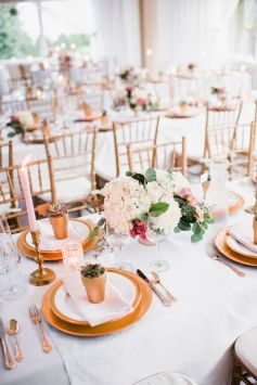 Glen Acres Golf Club | Seattle | Seattle Wedding Planner | Perfectly Posh Events | Barrie Anne Photography | Gold place setting | Butter and Bloom florals