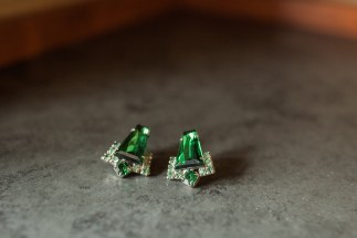 Salish Lodge Wedding in Seattle   Heirloom emerald earrings for bride's beauty   Perfectly Posh Events   Amy Galbraith Photography