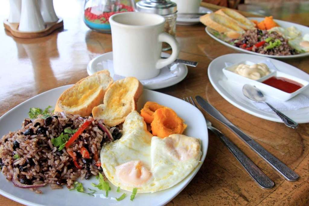 How to order food in Costa Rica?