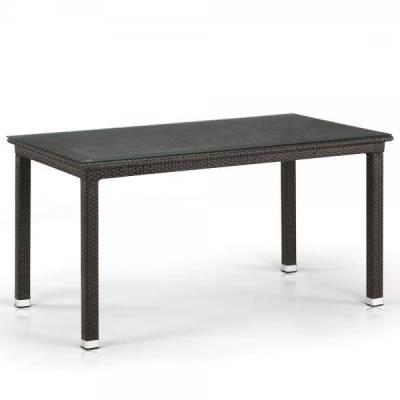 Большой обеденный стол из ротанга
