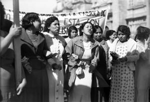 Mujeres-exigiendo-sus-derechos-civiles.-Fototeca-Nacional.INAH_.SINAFO.-810x549