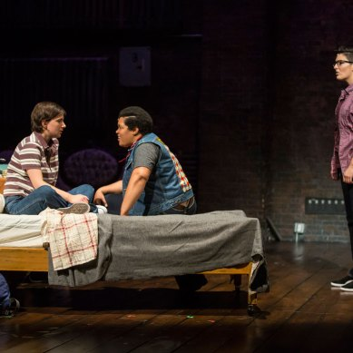 Review: FUN HOME at Victory Gardens Theater