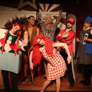 Review: RUDOLPH THE RED-HOSED REINDEER at Hell in a Handbag