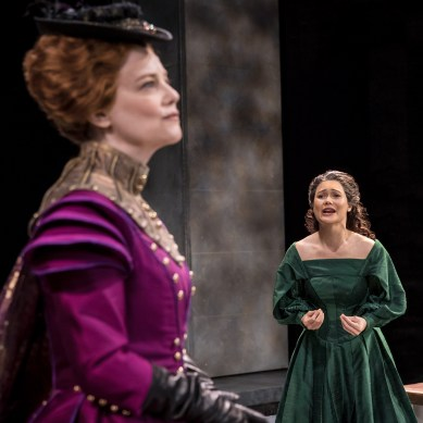 Review: MARY STUART at Chicago Shakespeare Theater