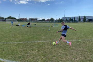 Fodboldtræning på fokus på skud