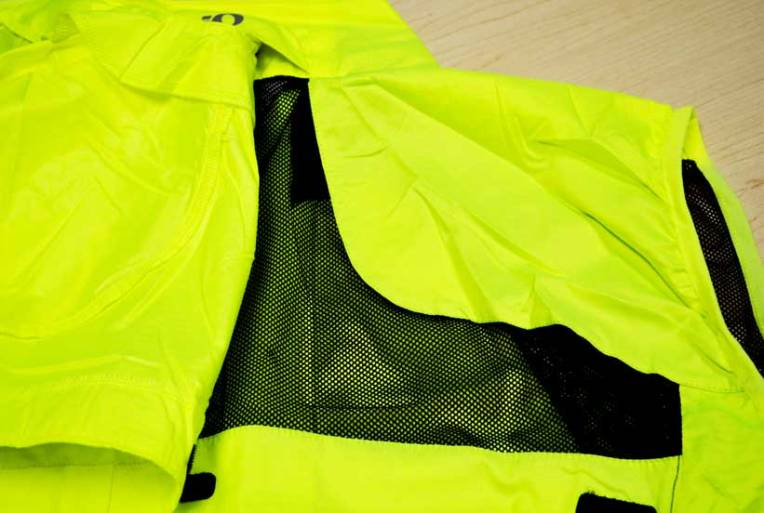Removable sleeves quickly turns this jacket into a vest