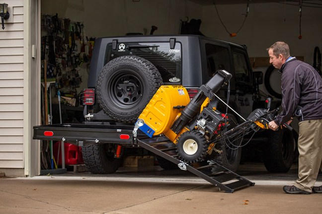 CURT (18112): Aluminum Hitch Cargo Carrier with Ramp