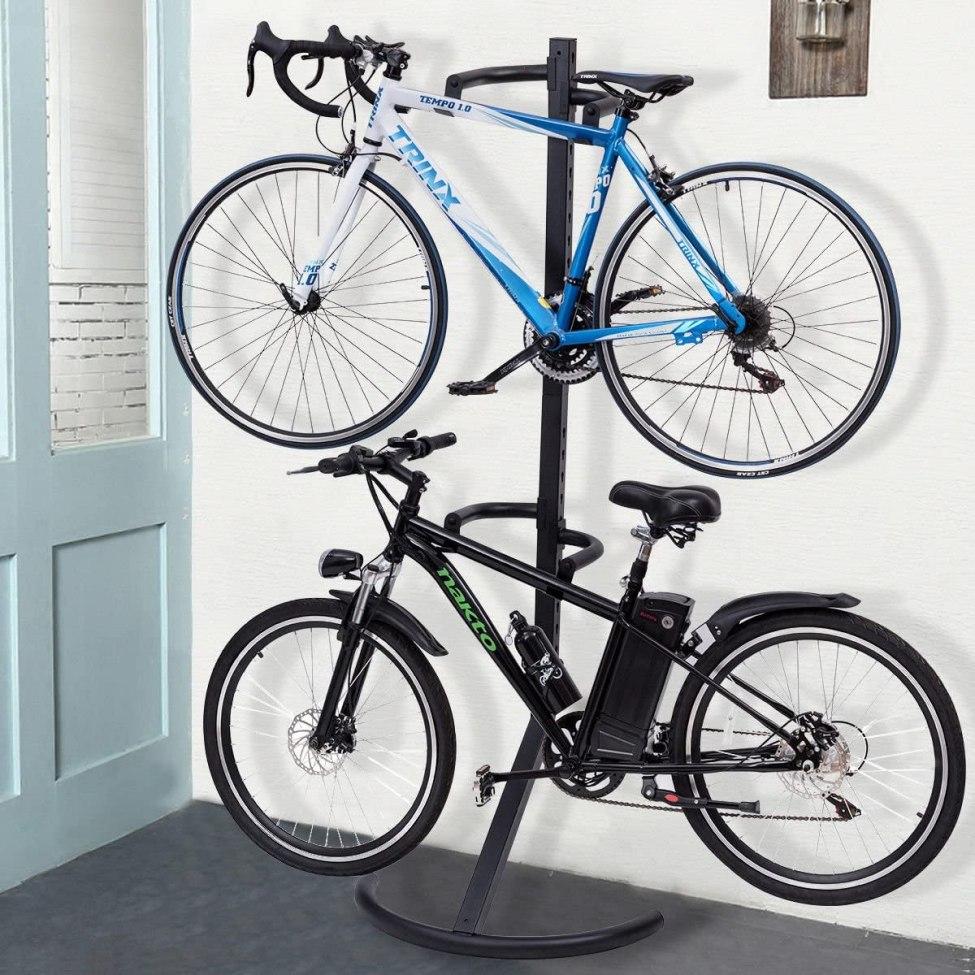 Gravity freestanding bike stand