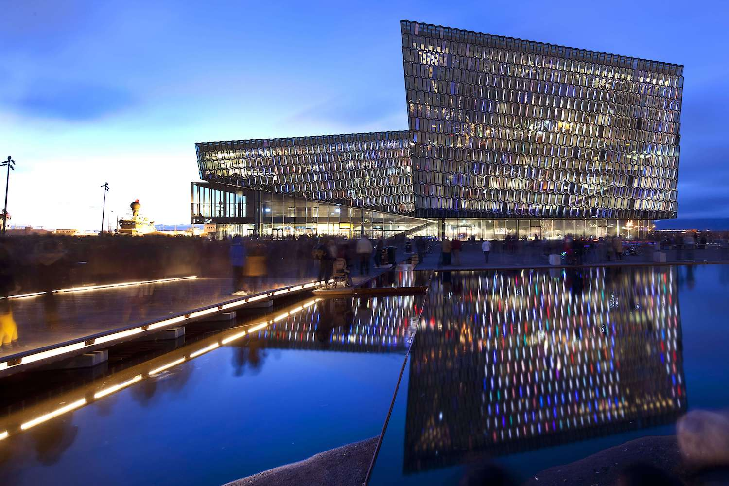 Harpa-The-facade-2