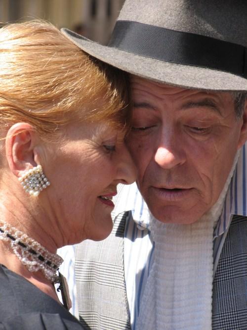 Accord Oud Byredo couple_closeup Wikipedia