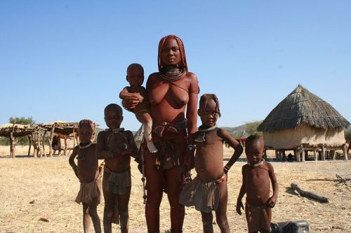 Hymba Sigilli Himbam Woman_and_Family WikiCommons
