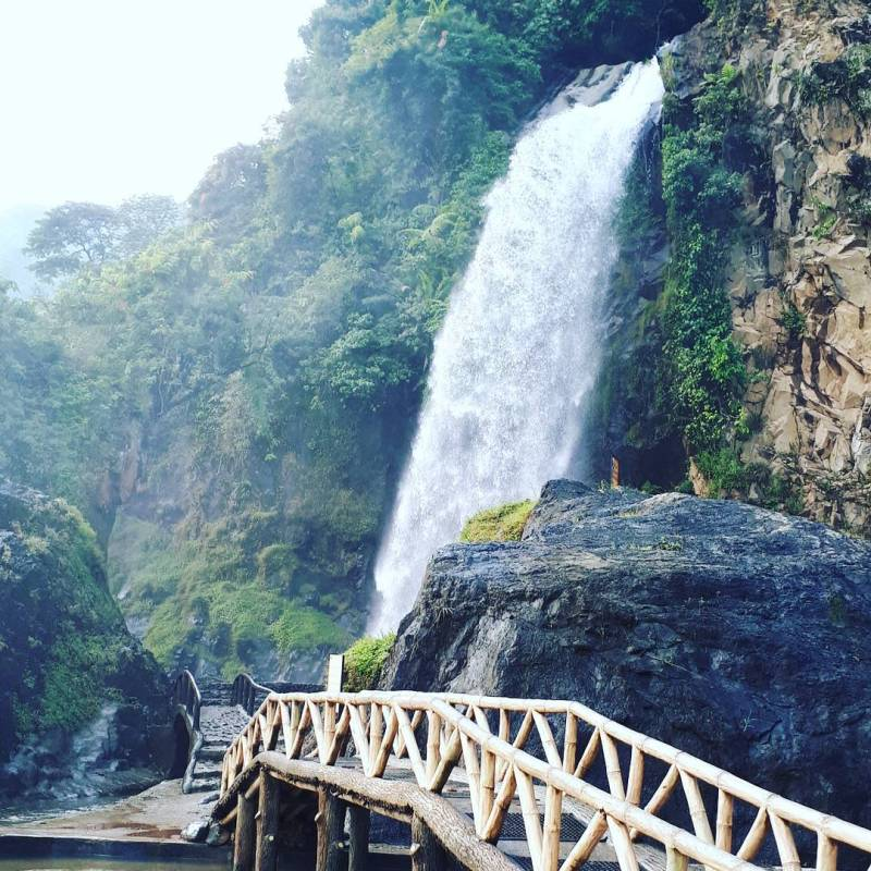 Air Terjun bidadari adalah salah satu tempat wisata alam populer di Sentul City via @curug_bidadari