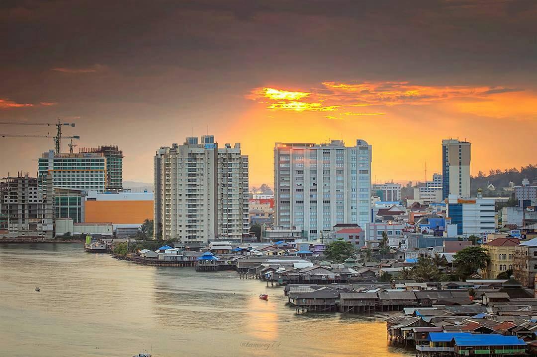 Balikpapan kota minyak yang berada di pesisir via @bamsoeg74