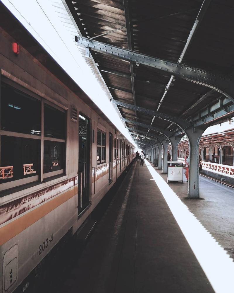 Commuterline adalah salah satu transportasi yang bisa diandalkan untuk keliling Jakarta via @fadill11600