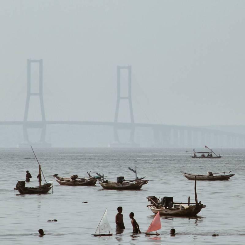Jembatan suramadu yang menghubungkan Surabaya dengan Pulau Madura via @talitadnr