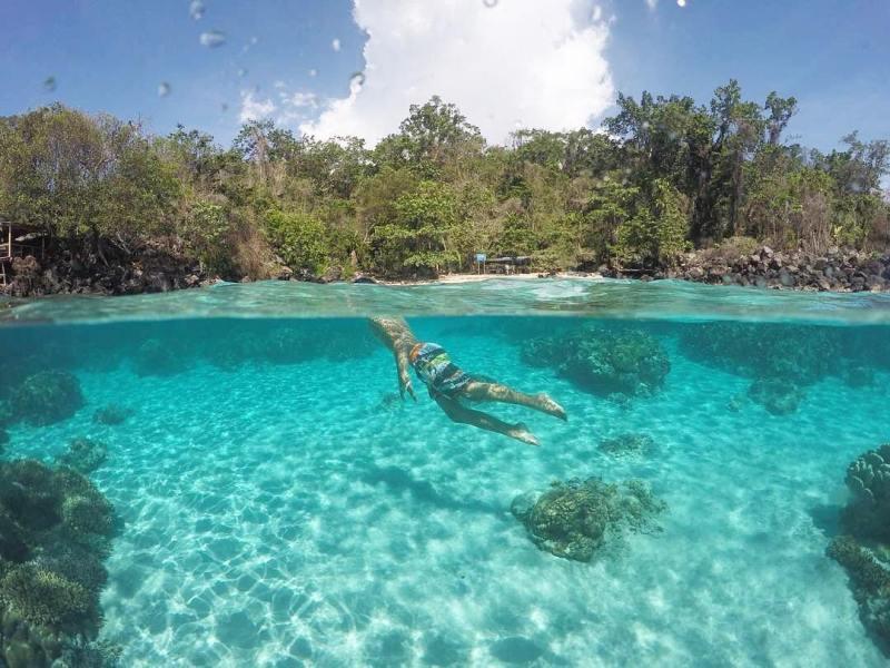 Pantai Jikomalamo - Ternate via @dimaserlanggatjan