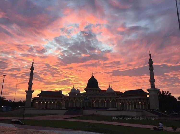 Dataran Engku Putri, Alun-Alun Kota Batam via @suchyregina