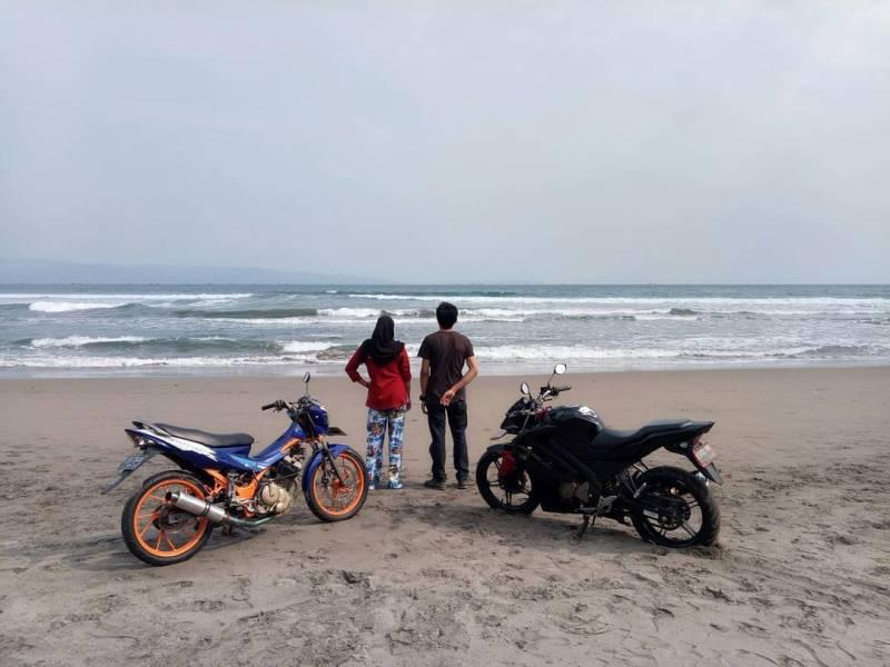 Pantai Karang Hawu ini adalah salah satu tujuan favorit para biker via @kiki_jenong97