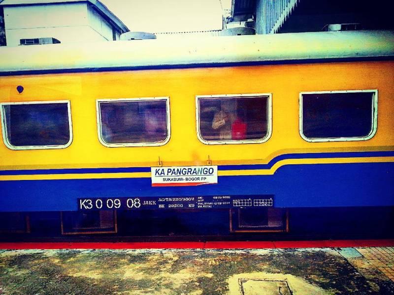 Salah satu cara pergi ke Sukabumi adalah dengan naik kereta api Pangrango via @photofoliomy