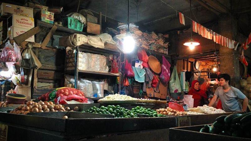 Pasar Senen adalah tempat ikonik di daerah Senen via @taufanyn