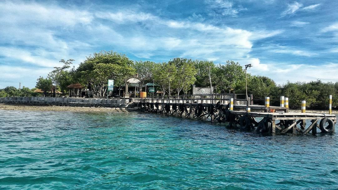 Pulau menjangan di dekat Sumberklampok via @budiantoaris