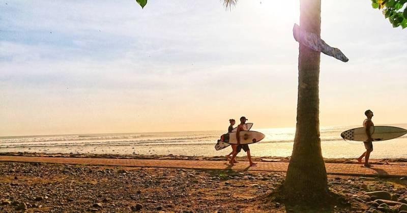 Pantai Medewi adalah salah satu tempat wisata populer di Medewi, Bali via @winwidyastuti