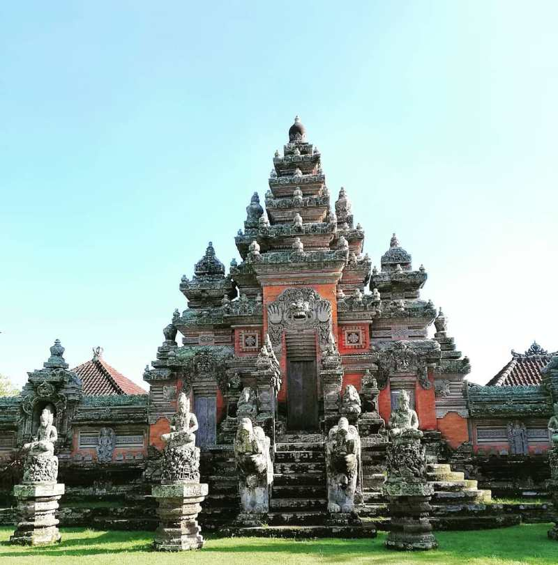 Pura Puseh yang berada di Manggis, Bali via @disisgraxa
