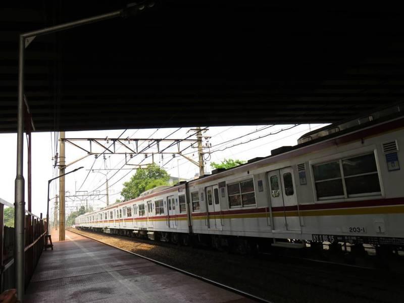 Anda bisa pergi ke Klender dengan menggunakan kereta api commuter line! via @nurachan6131