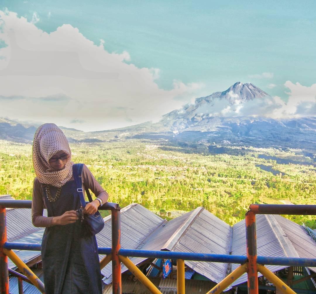 Gardu Pandang Merapi adalah salah satu tempat wisata di Kaliurang. via @diamants2908