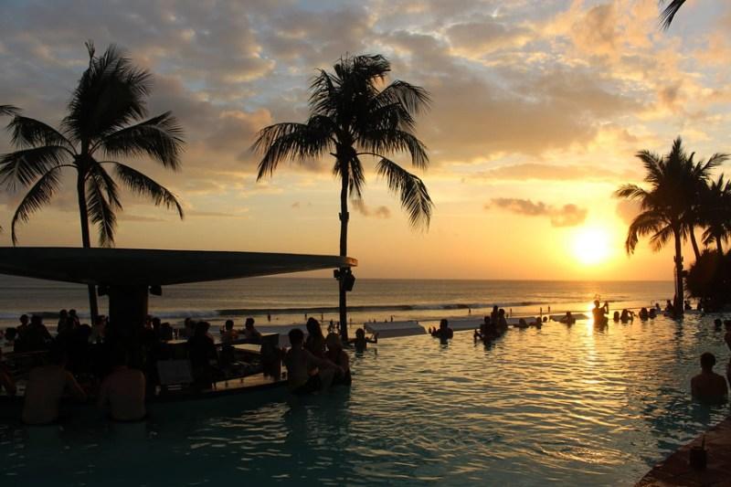 Seminyak, Bali adalah salah satu tujuan liburan favorit di Bali via @raii_r
