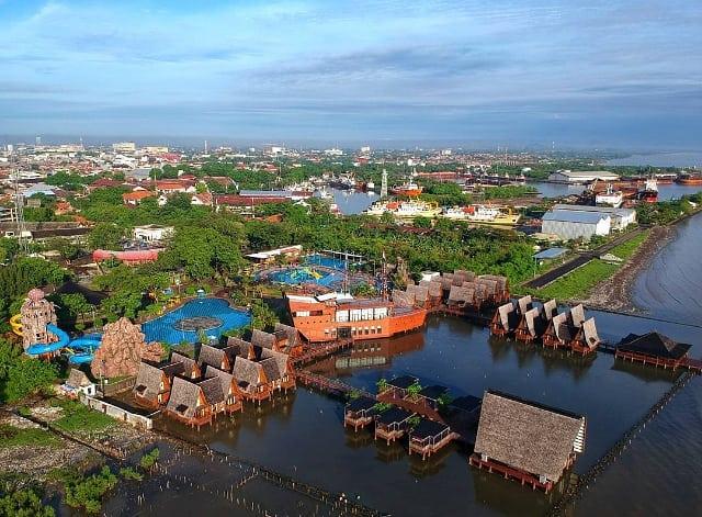 Anda bisa berkunjung ke Cirebon dan berlibur! Photo by @dhian_hardjodisastro taken at Cirebon Waterland