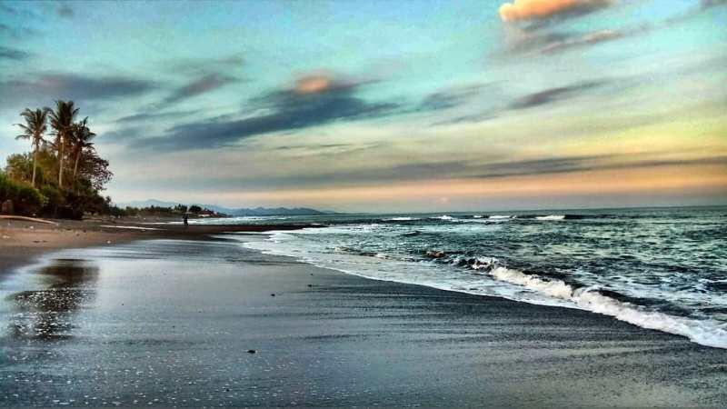 Liburan ke Keramas Bali, jangan lupa mampir ke Pantai Keramas! via @honazan92