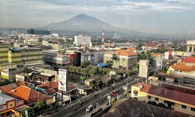 Menikmati pagi hari di kota Cirebon! Pernah pergi liburan ke Cirebon belum! via @naziroarfan