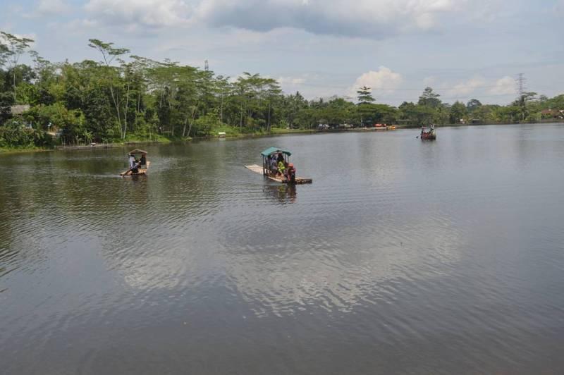 Panduan Tips Pergi Liburan Ke Tanjungjaya! Kecamatan Tanjungjaya di Tasikmalaya ini memiliki objek wisata unggulan yaitu Situ Sanghiang.