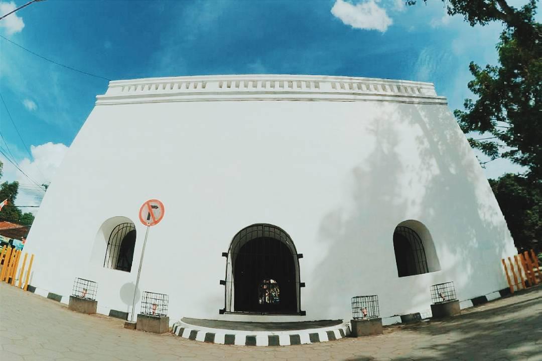 Panggung Krapyak, Sebuah bangunan berusia 250 tahun yang dikenal sebagai tempat berburu para Raja Mataram dan Raja Kasultanan Yogyakarta. via @pandubudi