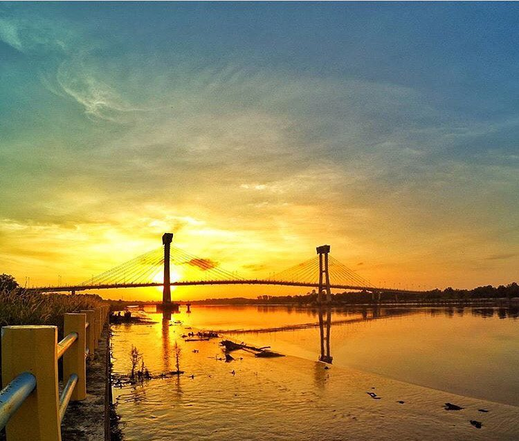 Photo by @denyariyandi taken at Tengku Agung Sultanah Latifah bridge,Siak Sri Indrapura