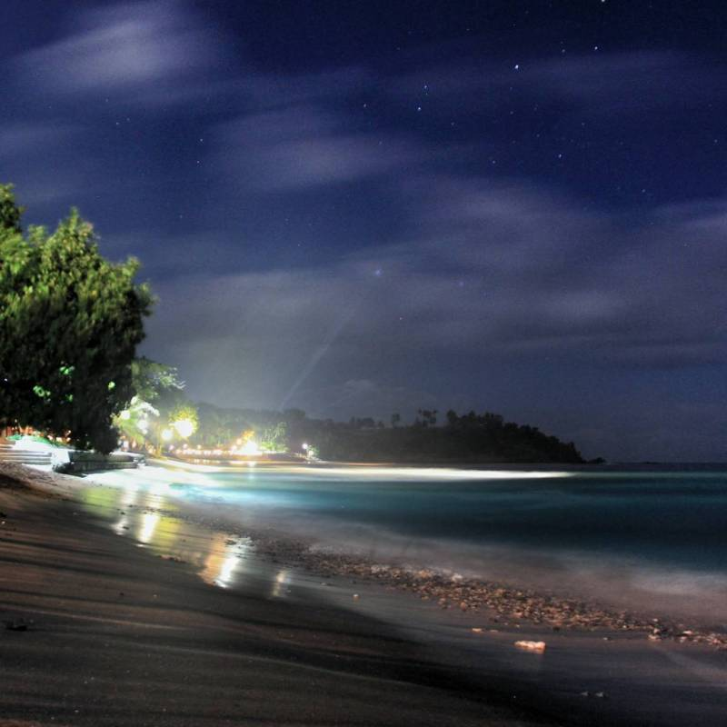 Suasana malam hari di Pantai Mangsit via @aryaryadi