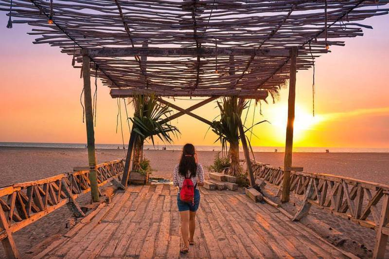 Pantai Kayu Putih, Badung, Bali via @balitopholiday
