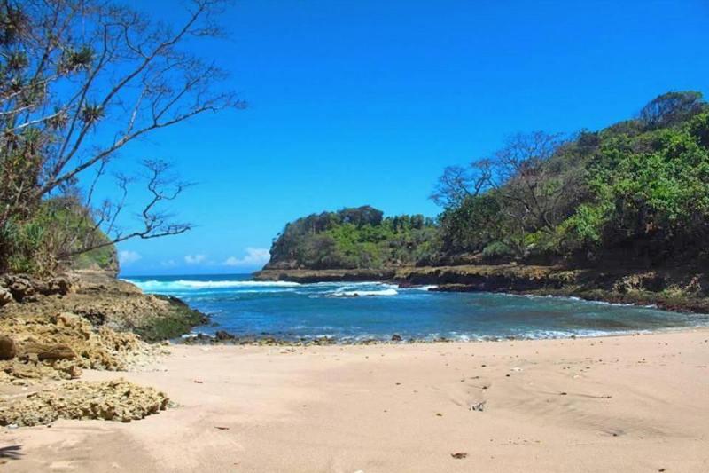 100 Pantai Di Malang Yang Belum Terjamah Dan Populer!