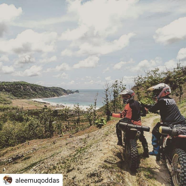 Daftar Tempat Wisata Pantai Di Blitar Jawa Timur Lengkap Pantai Watu Tebing Blitar